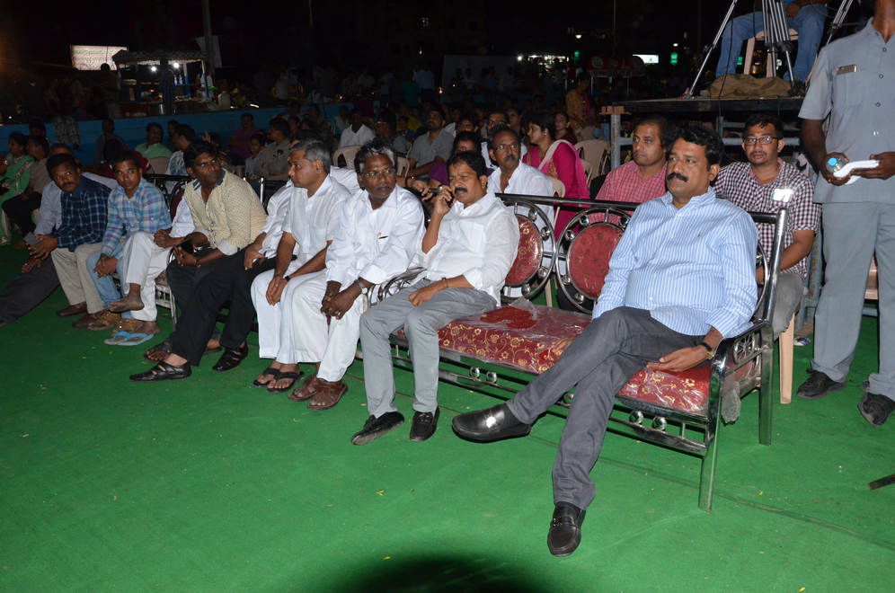 HRD MINISTER OF AP GNATA SRINIVASA RAO ENJOYS THE WOELD DNACE FESTIVAL AT RK BEACH ORGANIZED BY NMDA