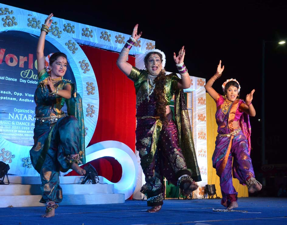 LAVANI DANCE PERFORMANCE BY DR BHARATH JETWANI AND TEAM
