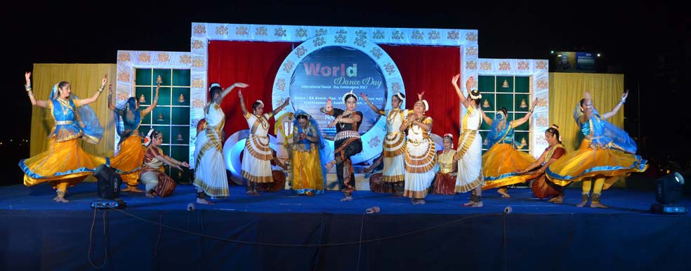 SRUSTI LAYA A MULTI CLASSICAL DANCE BALLEY BY KASHMIRI TRIVEDI AND TEAM FROM MAHARASTRA 1