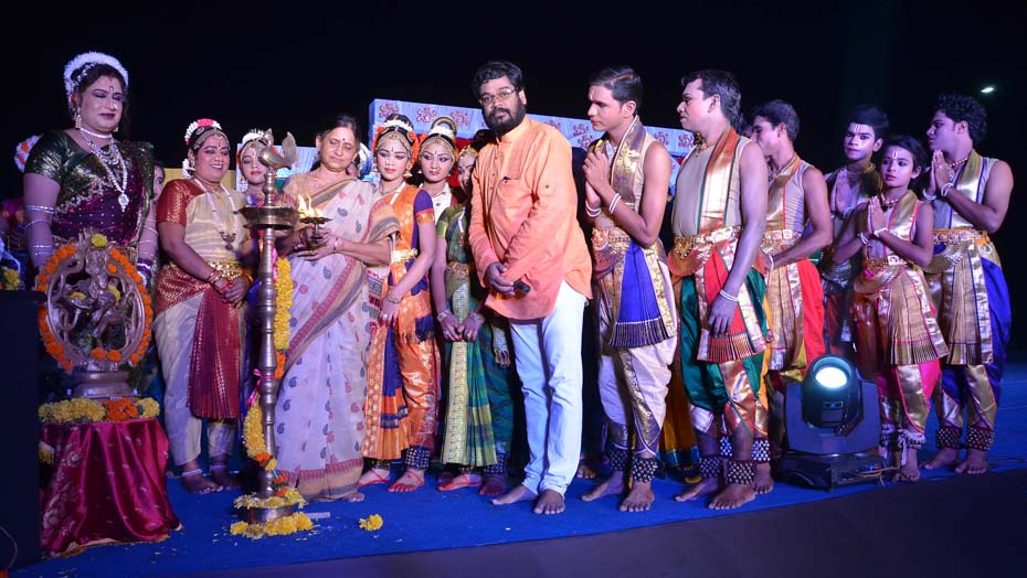 WORLD DANCE DAY CERMANY AT RK BEACH CERMINAL LIGHTING OF THE LAMP BY THE MANAGEING TRUSTEE KALI TEMPE PROF SUDIPTHA
